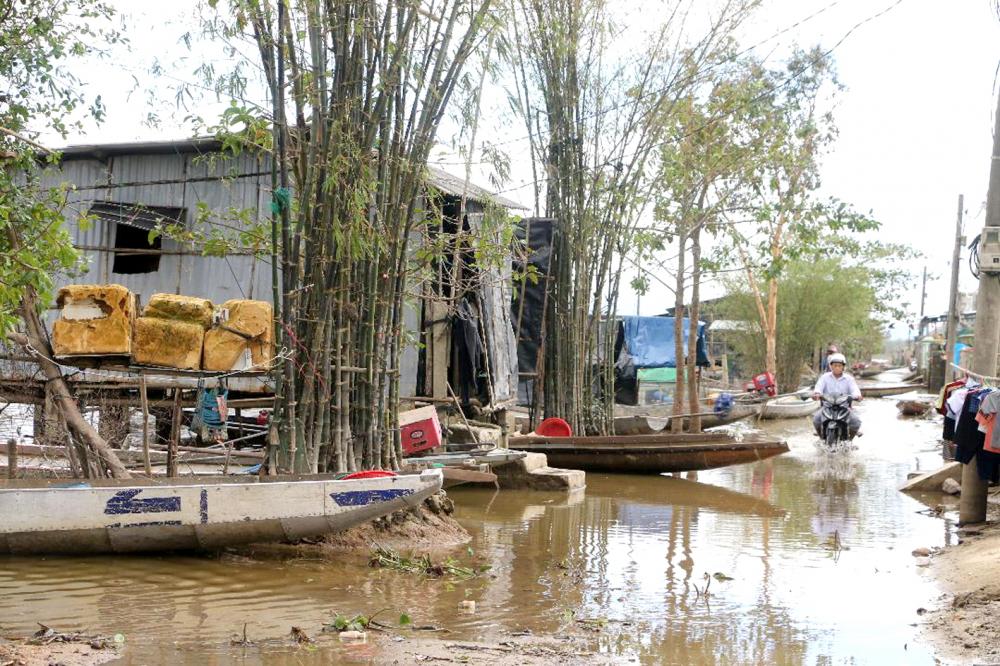 Một góc xóm vạn chài Tân Bình xã Phong Bình nằm trên dòng Ô Lâu