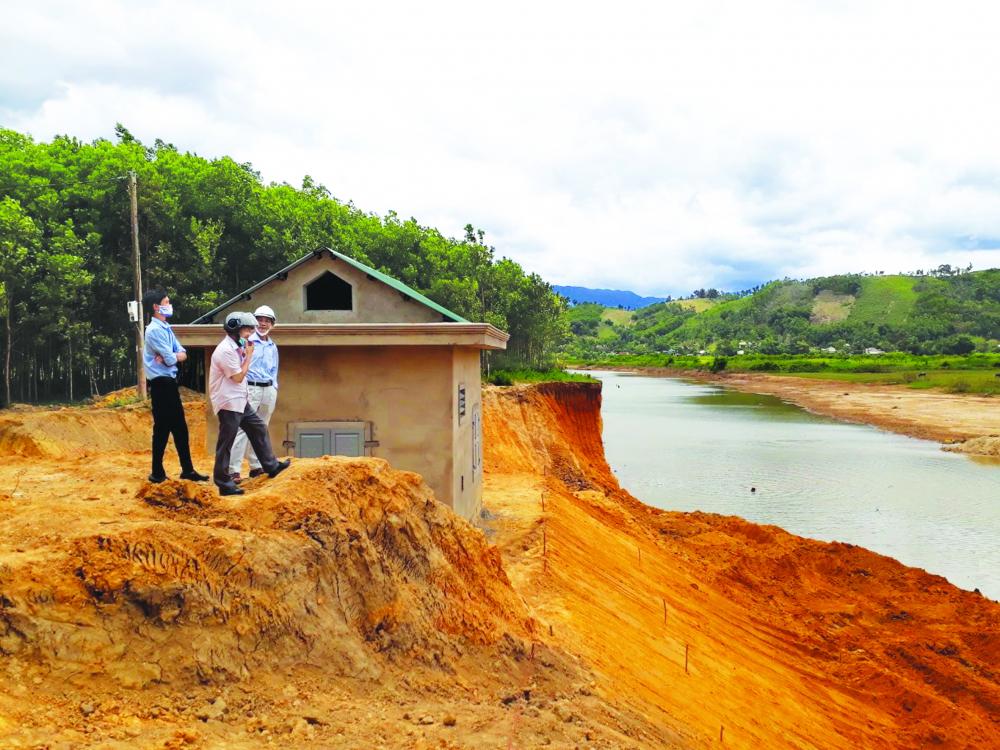 Nắng hạn nhiều ngày khiến suối Ta Rinh chảy qua xã A Ngo, H.A Lưới, tỉnh Thừa Thiên - Huế dần cạn kiệt ẢNH: THUẬN HÓA