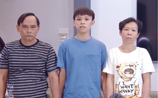 Cha mẹ Hồ Văn Cường và nam ca sĩ trong đoạn clip xin lỗi khiến dư luận đặt ra không ít dấu hỏi trong mấy ngày qua: Vì sao Cường luôn đứng mũi chịu sào?