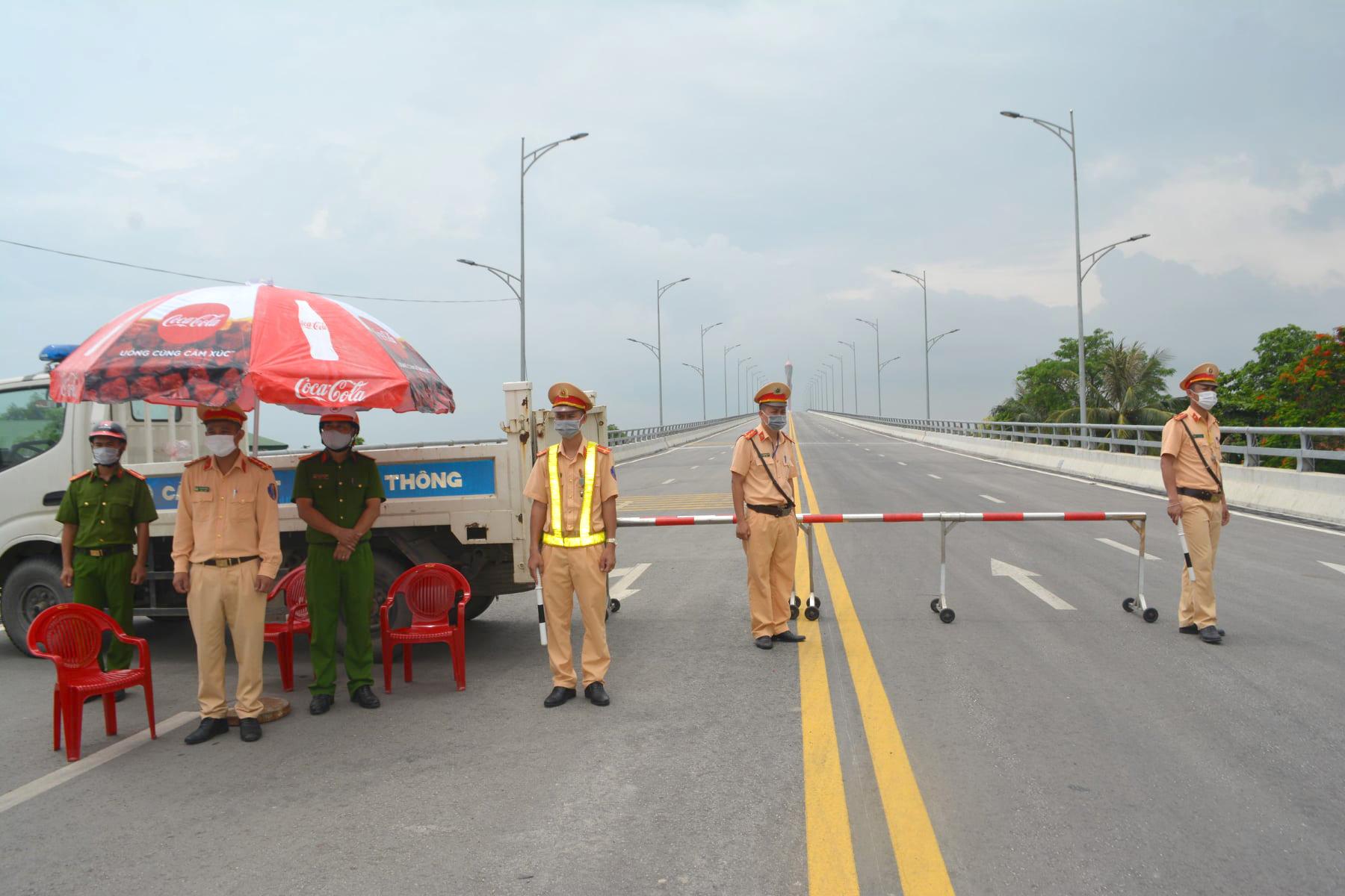 Công an Nghệ An lập chốt kiểm soát người ra vào ở giáp ranh 2 tỉnh Nghệ An, Hà Tĩnh