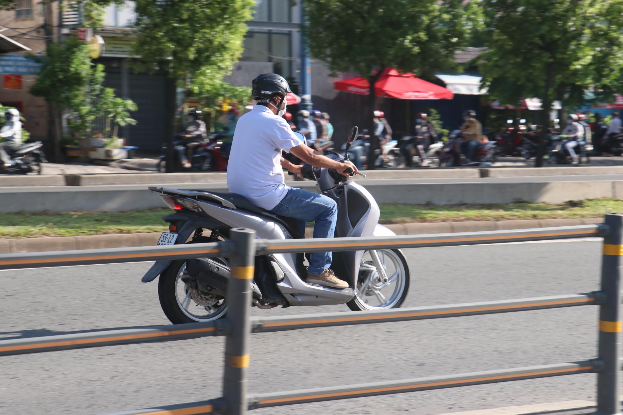 Nhiều trường hợp chạy xe vào đường cấm lúc thành phố giãn cách xã hội, lưu lượng giao thông giảm.