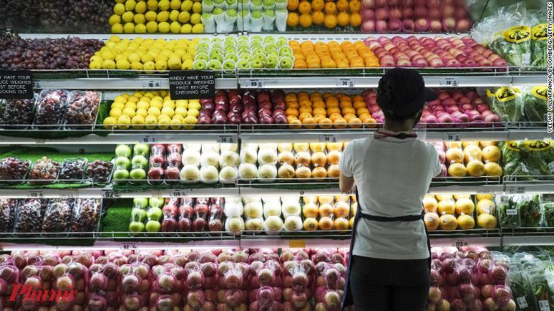 Rất nhiều loại trái cây đặc sản đang vào mùa được các siêu thị, trang mua bán trực tuyến... khuyến mãi giảm giá