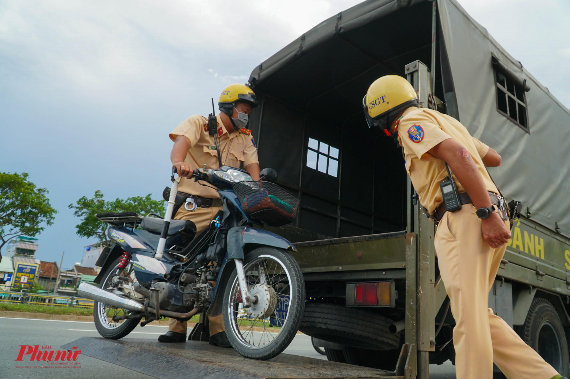 Nhiều phương tiện bị tạm giữ do không xuất trình giấy tờ hợp lệ