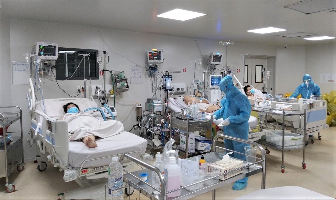 Nhân viên y tế làm việc tại BV Bệnh Nhiệt đới TPHCM