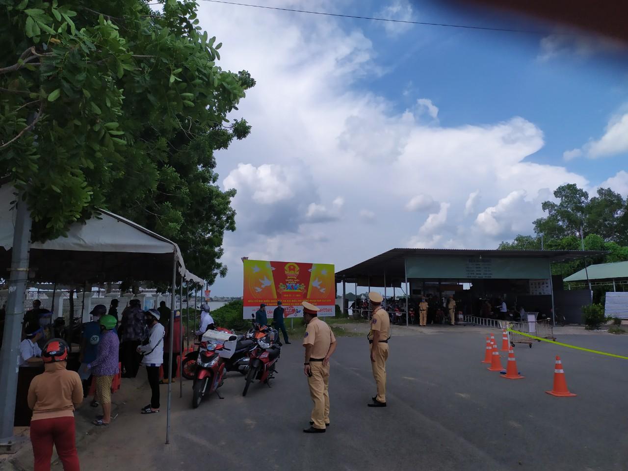 Một chốt kiểm soát dịch bệnh người và phương tiện qua phà tại quận Ninh Kiều, TP Cần Thơ