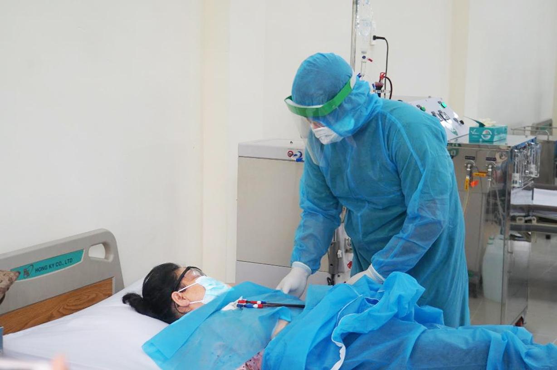 Khi các y, bác sĩ của các bệnh viện tại TP.HCM dốc toàn lực cứu người bệnh thì có những kẻ đã mạo danh nhằm trục lợi