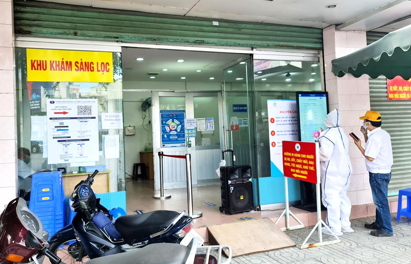 Bệnh nhân  tới Bệnh viện Chợ Rẫy khám tai mũi họng,  hô hấp được hướng dẫn phân luồng ngay từ cổng