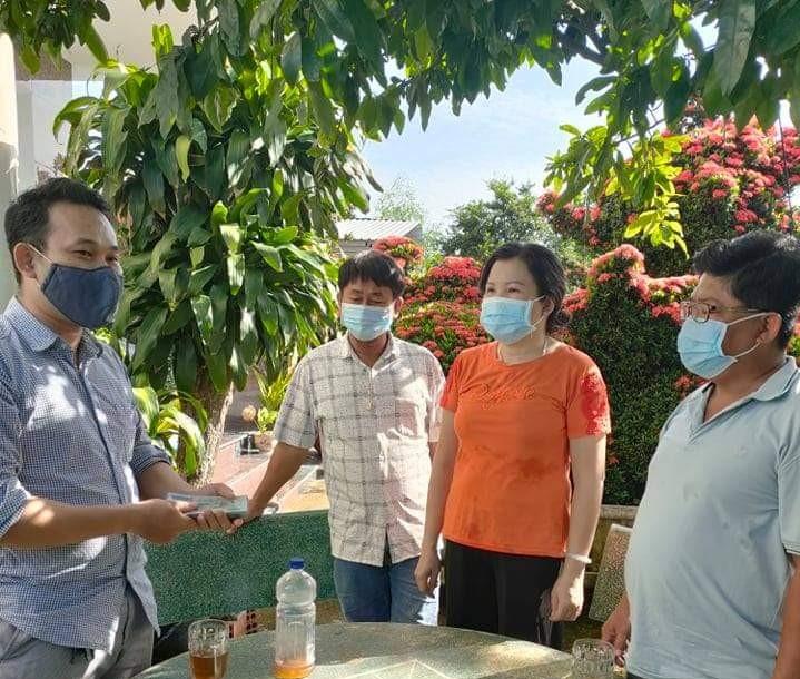 Long Phước: Sáng chủ Nhật 13/6/2021, MTTQ phường tiếp nhận 60 triệu từ ông Nguyễn Ngọc Kha, 1977; ủng hộ qũy vắc xin phòng, chống dịch bệnh Codid-19 từ nguồn bán 2 cây kiểng (kỳ lân) của gia đình.