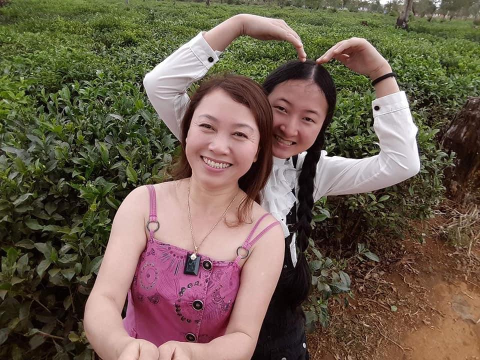 Chị Phạm Thị Sinh và con gái Yến Nga. Ảnh: Nhân vật cung cấp