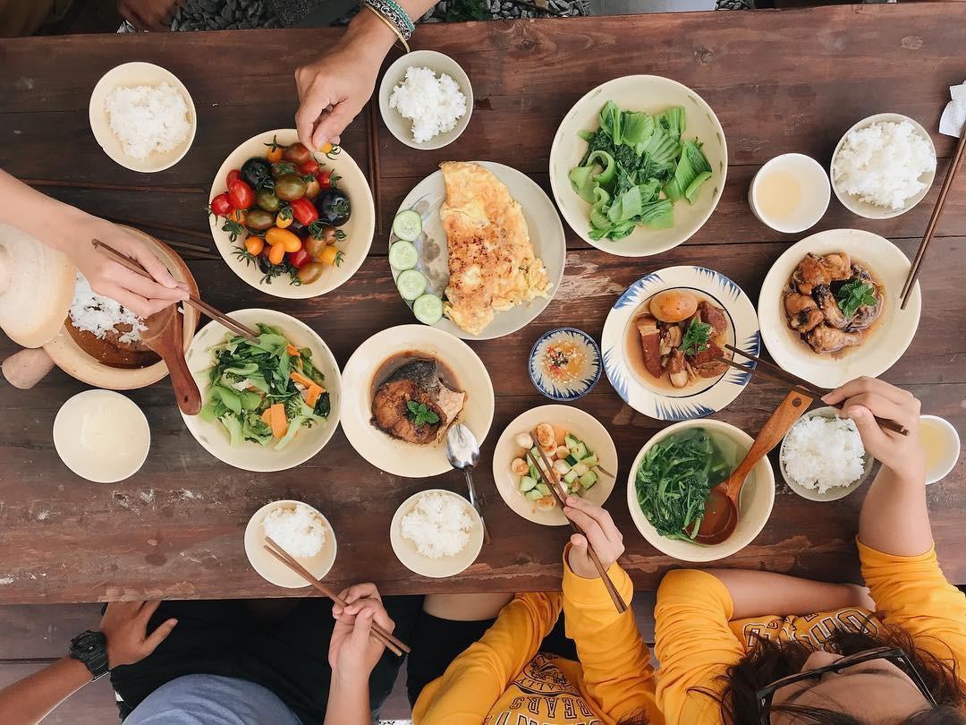 Những bữa cơm nhà sẽ hạnh phúc hơn cả nếu đủ đầy các thành viên - Ảnh minh họa