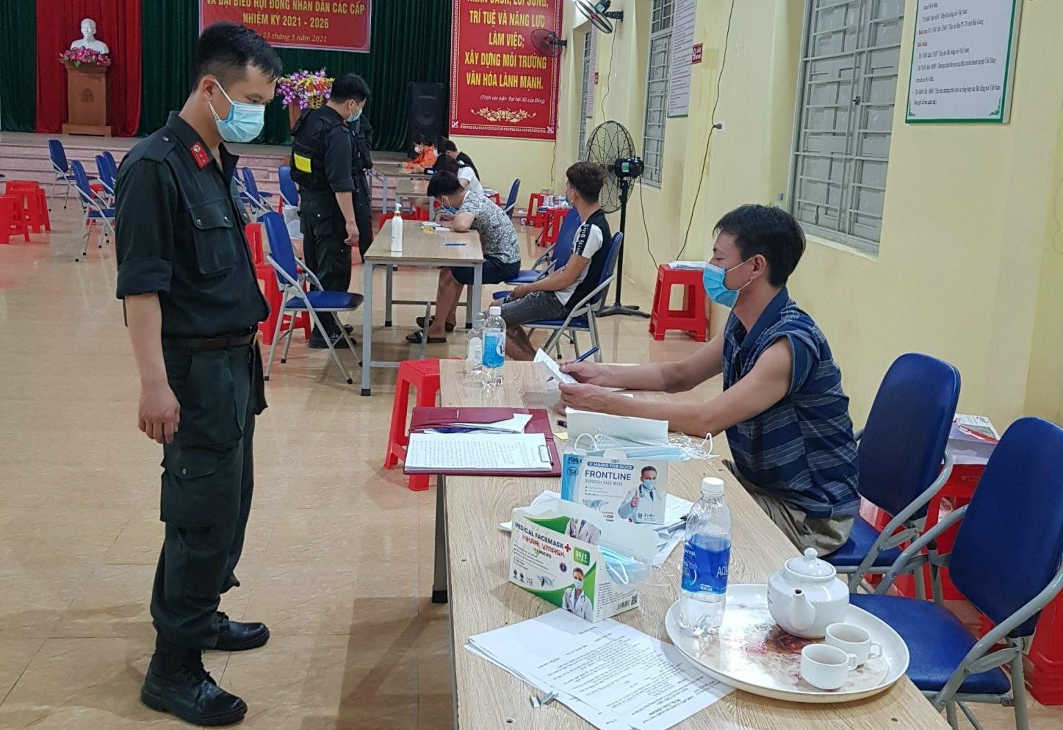 CAX Tiền Phong lập biên bản các trường hợp vi phạm
