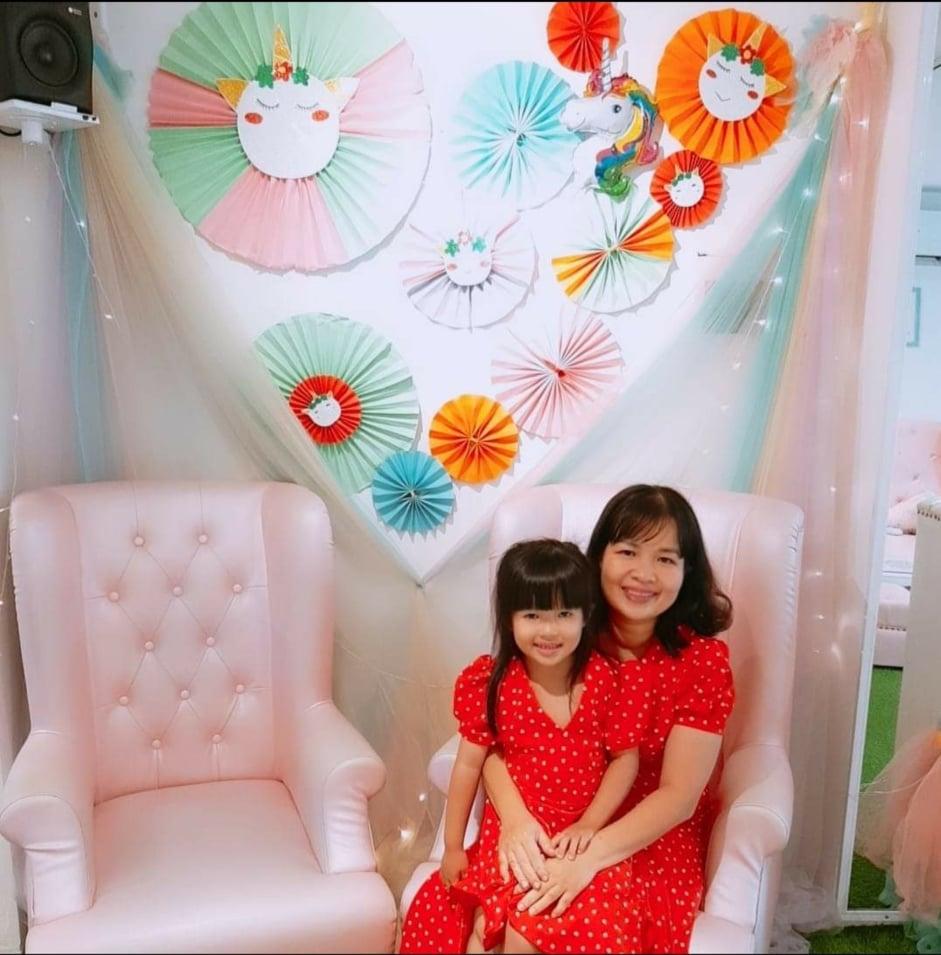 Chị Hồng Ánh và con gái. Ành do nhân vật cung cấp