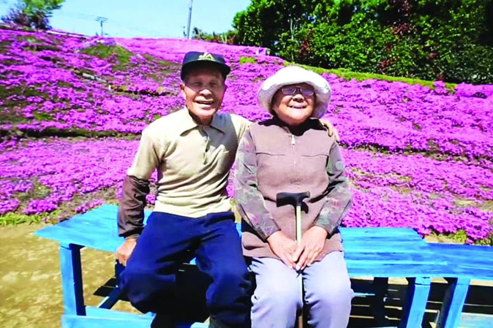 Ông Kuroki đã trồng vườn hoa chi anh cho người vợ mù lòa của mình