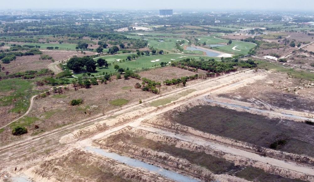 Một khu đất khác, rộng 145ha bên cạnh dự án này là sân golf Harmonie Golf Parkcũng liên quan đến sai phạm của lãnh đạo tỉnh Bình Dương.