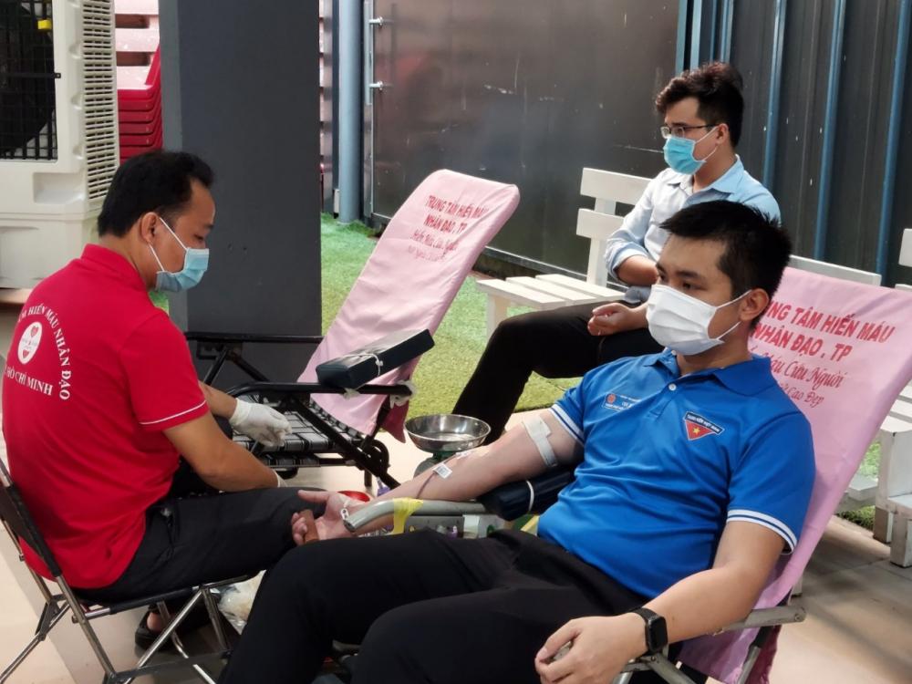 Anh Hoàng Minh Thái cho biết Đoàn Cục thuế TPHCM có 10 đoàn viên tham gia hiến máu theo quy định của Khối nhằm đảm bảo công tác phòng dịch.
