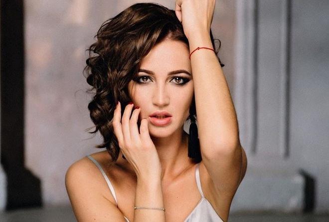 Ngôi sao nhạc pop Olga Buzova - vợ cũ của cựu tuyển thủ Nga Dmitri Tarasov