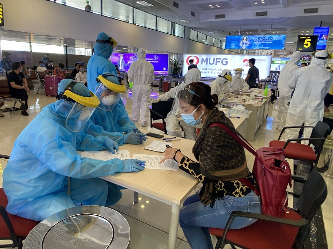 Hướng dẫn khai báo y tế trước khi lấy mẫu cho hành khách từ TP Hồ Chí Minh đến Hà Nội.