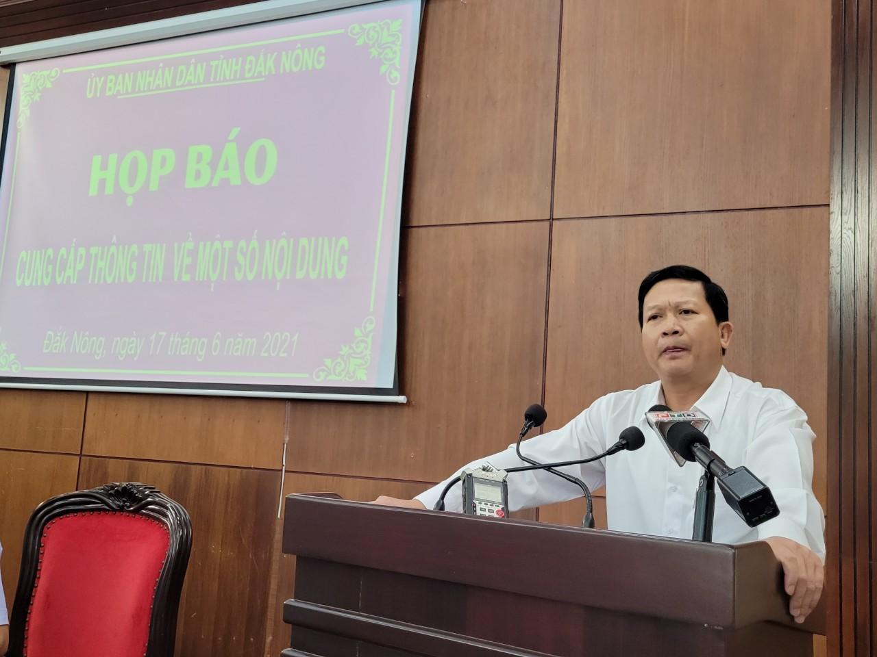 Ông Ngô Đức Thọ - Chánh án TAND tỉnh Đắk Nông thông tin tại buổi họp báo