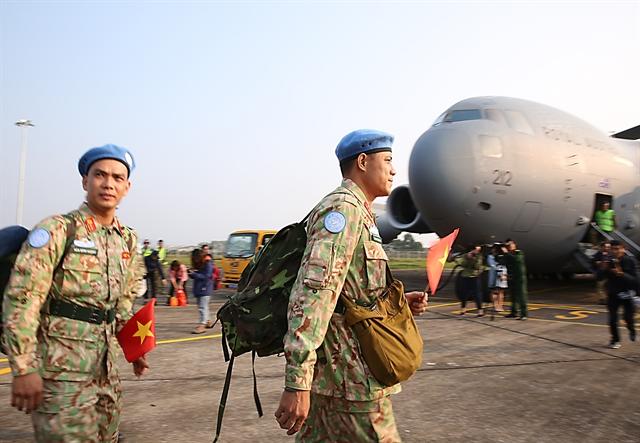Cán bộ nhân viên Bệnh viện dã chiến cấp 2 Việt Nam chuẩn bị lên đường đến Nam Sudan trong một nhiệm vụ của LHQ