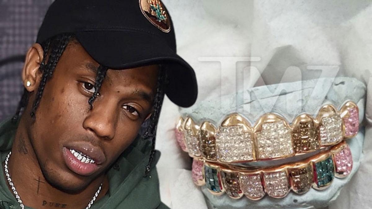 Travis Scott từng sở hữu trang sức màu cầu vồng, được thiết kế riêng cho anh, trị giá 25.000 USD. Có khoảng 10 carat kim cương được sử dụng cho món trang sức này.