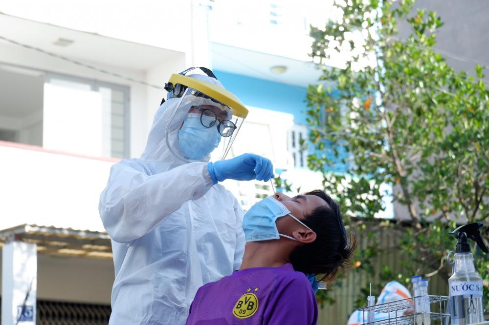TPHCM đã quyết định tổ chức lấy mẫu xét nghiệm khẩn trên diện rộng tại phường An Lạc, quận Bình Tân với số mẫu dự kiến là 15.000 mẫu.