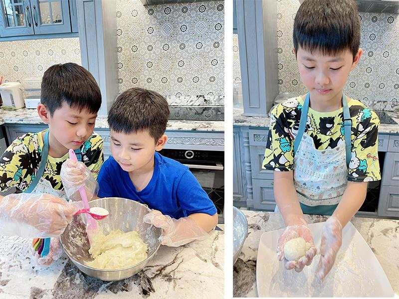 Gian bếp của gia đình nam ca sĩ vui hơn khi có sự góp mặt của 2 nhóc tì. Thời gian thực hiện giãn cách xã hội, khi 2 con không đến trường, Thuỷ Anh tranh thủ hướng dẫn con tự chế biến một số món đơn giản để gia đình thêm gắn kết.