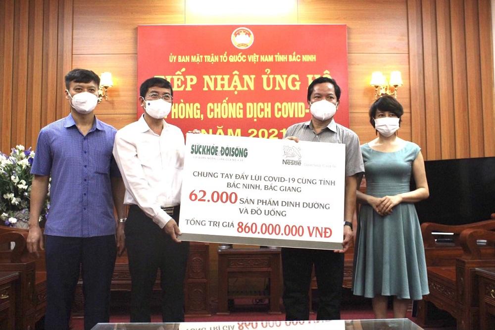 Công ty Nestlé Việt Nam trao tặng 62.000 sản phẩm dinh dưỡng trị giá 860 triệu đồng chung tay cùng Bắc Ninh chống dịch. Ảnh: Nestlé