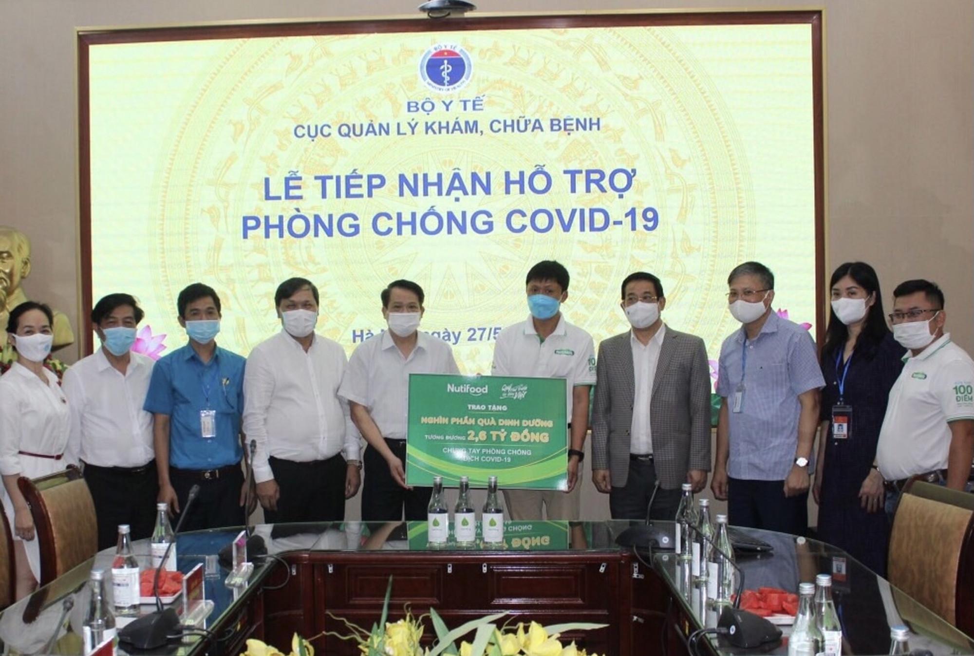 Quỹ Phát triển Tài năng Việt phối hợp cùng Nutifood trao tặng hàng trăm ngàn sản phẩm dinh dưỡng và cà phê, trị giá 2,6 tỷ đồng đến Cục Quản lý Khám, Chữa bệnh - Bộ Y tế