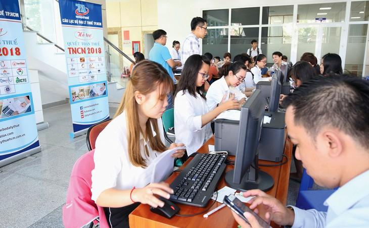 Từ ngày 1/8 tới, chủ sở hữu sàn giao dịch thương mại điện tử (TMĐT) thực hiện việc kê khai thuế, nộp thuế thay các cá nhân kinh doanh.