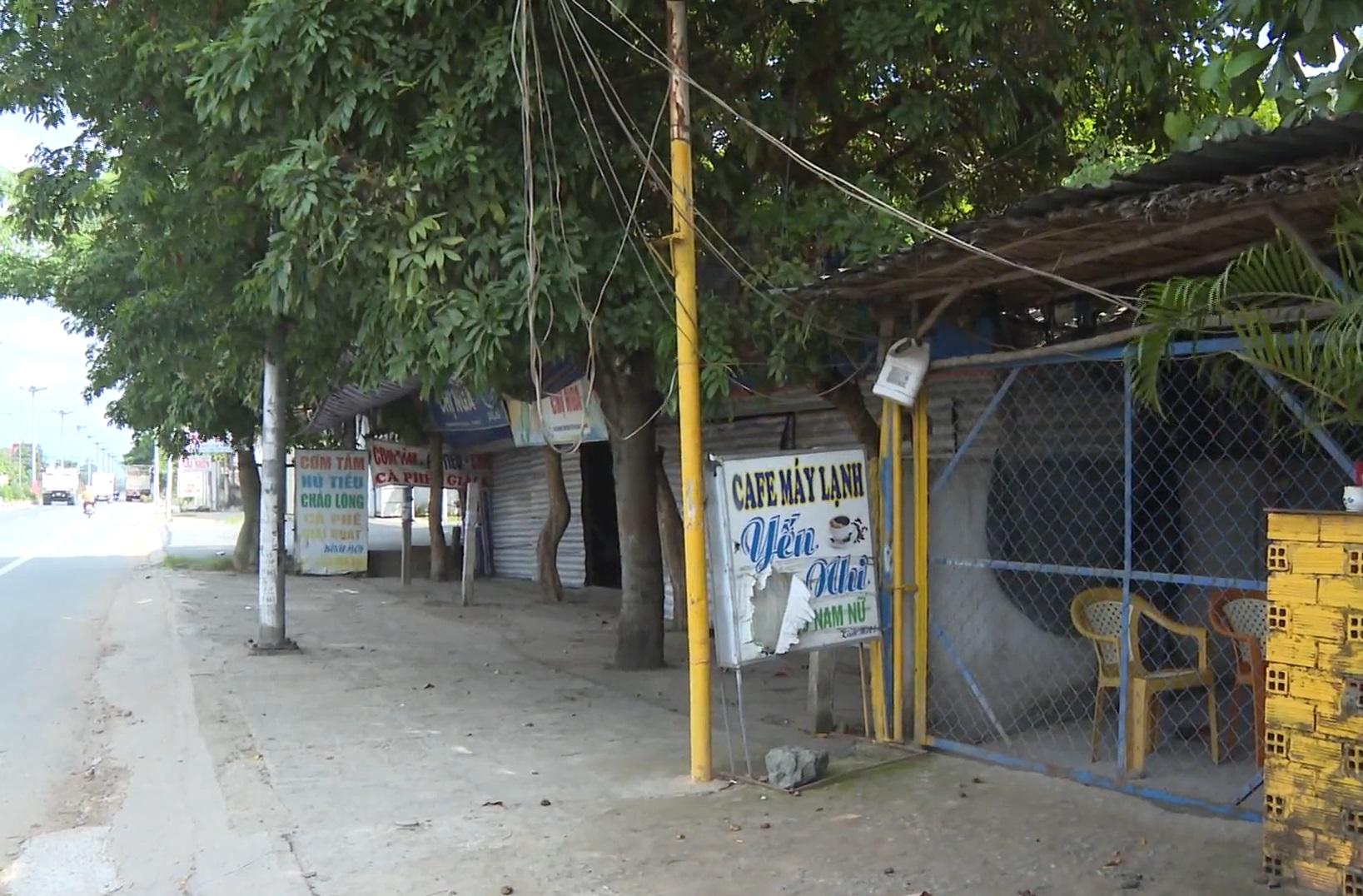 Các hàng quán dọc quốc lộ 1 qua Tiền Giang cũng đã được cho ngừng hoạt động trước đó
