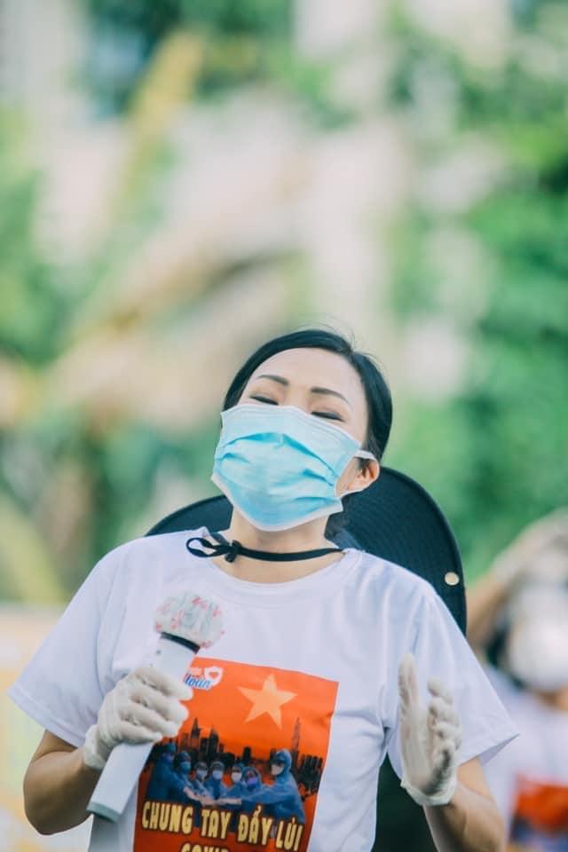Phương Thanh hát phục vụ tại khu cách ly ký túc xá Đại học Quốc gia TPHCM