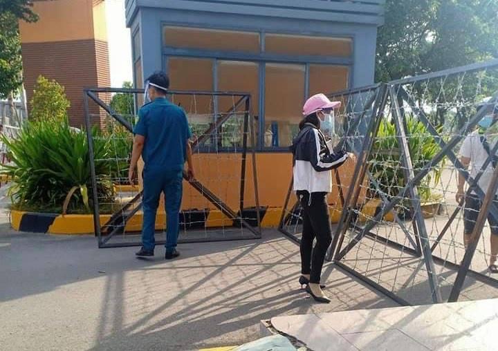 Lực lượng chức nặng dựng rào chắn trước cổng bệnh viện Quốc tế Becamex