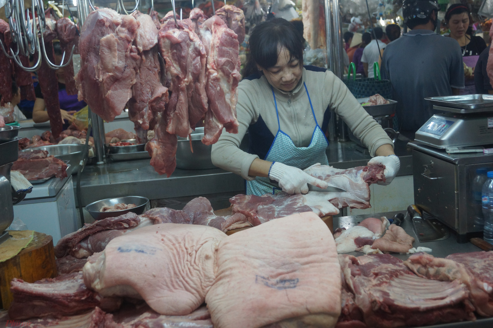 Giá thịt heo bán lẻ tại các chợ hiện vẫn tương đương thời điểm giá heo hơi trên 80.000 đồng/kg