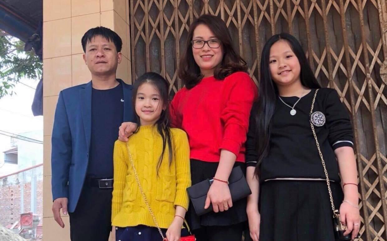 Vợ bận rộn với việc vác tù và hàng tổng, chỉ có lễ tết gia đình chị Hoa mới có những bức hình cùng nhau (Ảnh nhân vật cung cấp)