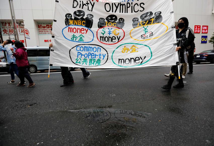 Những người biểu tình phản đối tổ chức Olympi Tokyo.