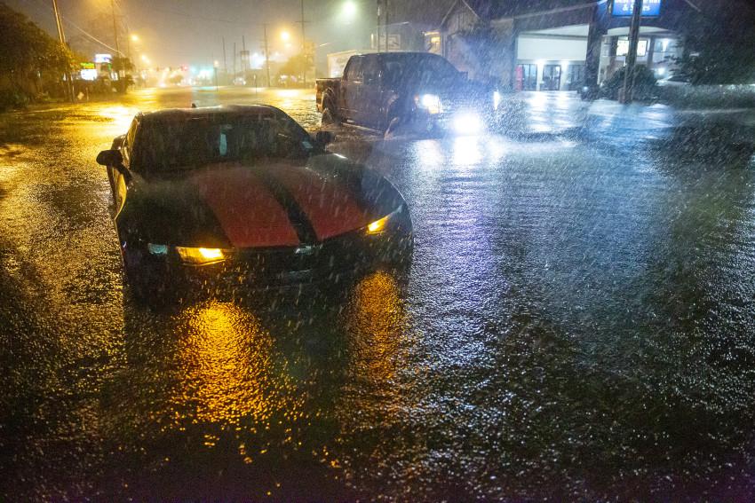 Áp thấp nhiệt đới gây ra lũ quét và lốc xoáy làm phá hủy hàng chục ngôi nhà ở bang Alabama.