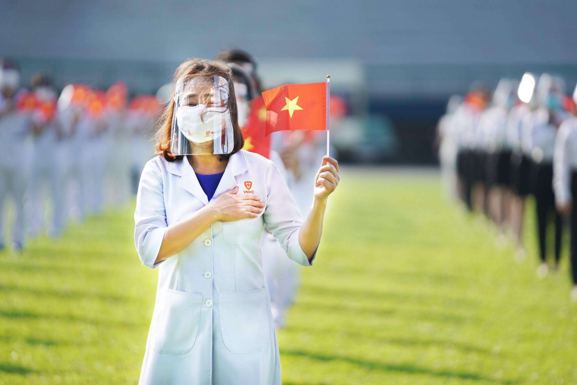 Các bác sĩ, điều dưỡng, nhân viên VNVC quyết tâm hoàn thành tốt nhiệm vụ, tiêm chủng an toàn cho người dân TP.HCM