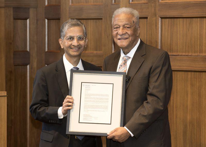 Ông Hood nhận được thư xin lỗi vào tháng 6/2021 sau hơn 60 năm kể từ ngày bị Đại học Emory từ chối không cho học chỉ vì là người da đen - Ảnh: Jack Kearse/Emory University