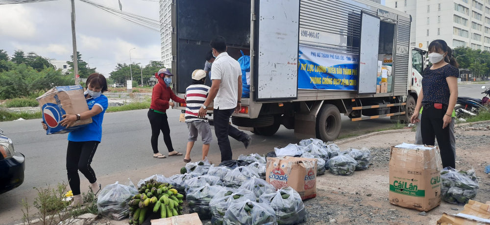 Xe tải hàng từ lâm Đồng đến TP.HCM từ sáng 20/6 đã được lập tức đón nhận