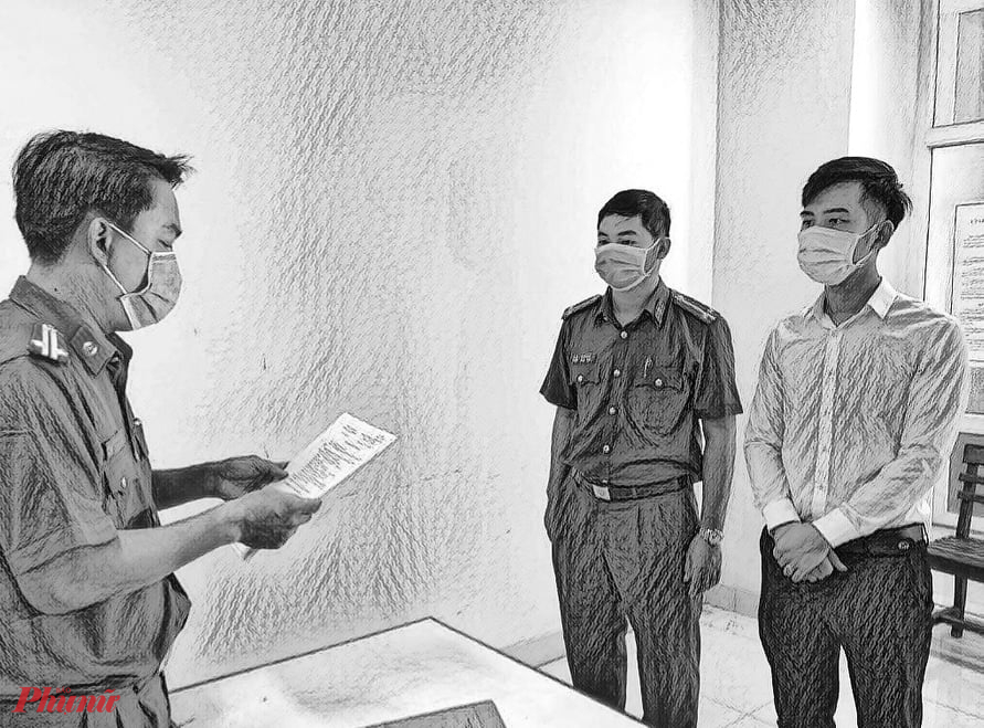 Cảnh sát đọc lệnh khởi tố Nguyễn Quang Trọng