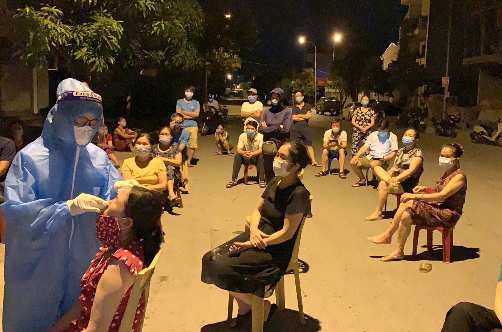 Nghệ An thực hiện chiến dịch test nhanh cho hơn nửa triệu dân TP. Vinh