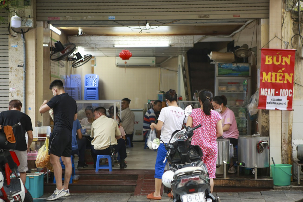 Đây là ngày đầu tiên quán … mở cửa trở lại sau khi thwujc hiện lệnh giãn cách của UBND tp Hà Nội