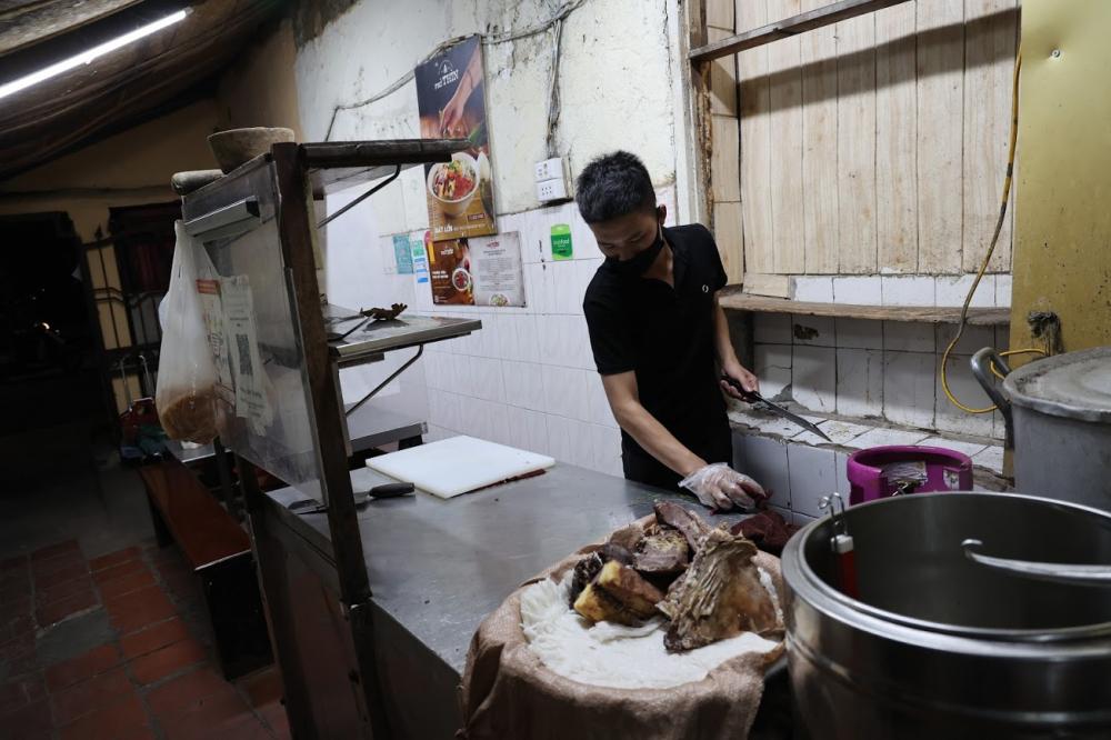 ngya sau khi nhận được thông báo, quán ăn đã bổ sung lượng thực phẩm phục vụ khách hàng.