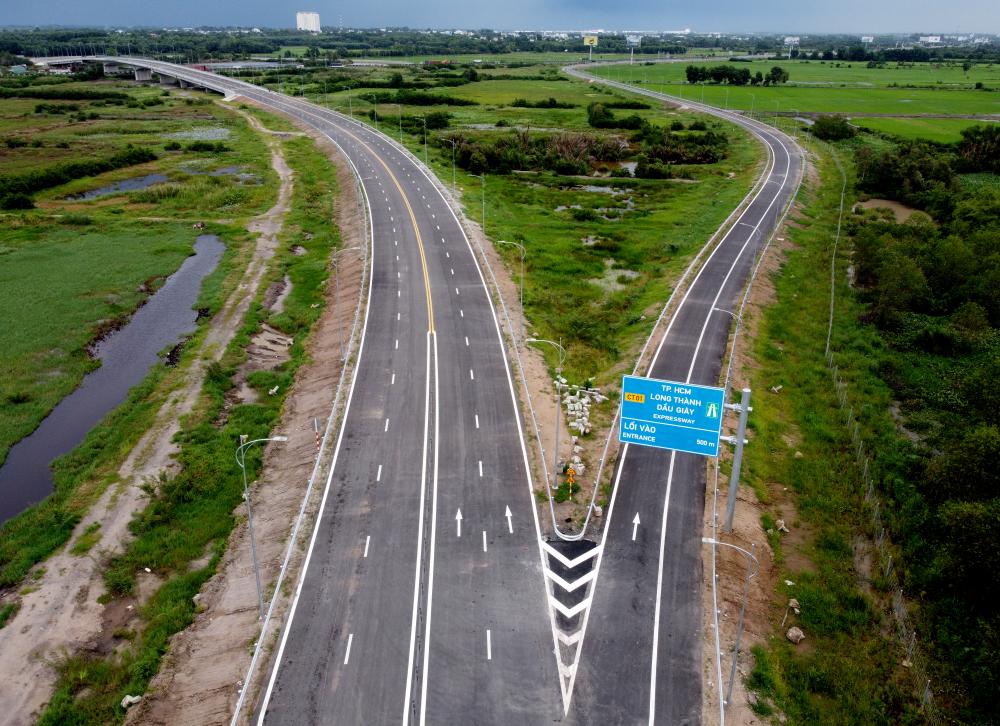 các xe từ cao tốc TP HCM - Long Thành - Dầu Giây đi Vũng Tàu sẽ đi theo tuyến đường này để xuống đường cao tốc Bến Lức - Long Thành