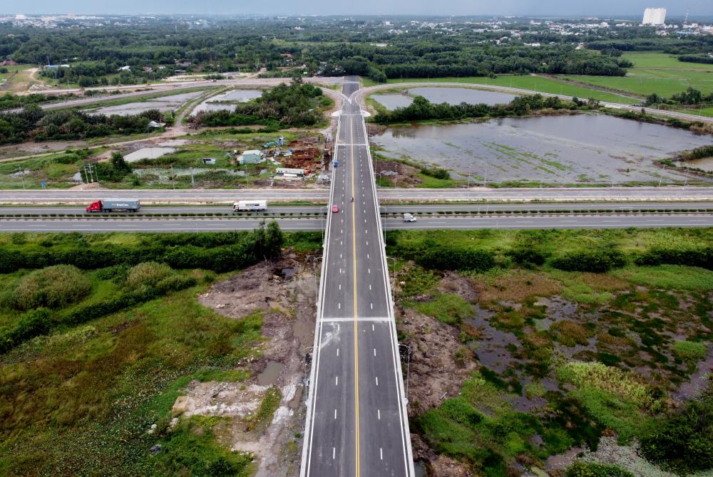Chiều dài của tuyến gần 9,5km, gồm: tuyến chính dài gần 2,4km, chiều rộng 16m và các nhánh rẽ có chiều dài hơn 7km với chiều rộng 8m. Dự án có điểm đầu tại ngã ba Bến Cam (nay là đường Trần Phú, xã Phước Thiền, huyện Nhơn Trạch, Đồng Nai) giao với đường 319, điểm cuối tại nút giao với đường cao tốc TP HCM - Long Thành - Dầu Giây.