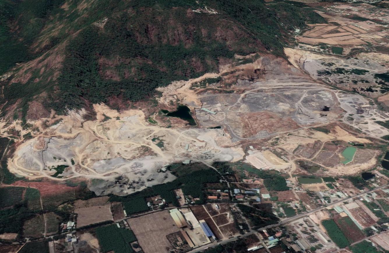 Một góc chân núi Thị Vải đang được khai thác trong những năm qua đá để làm vật liệu xây dựng