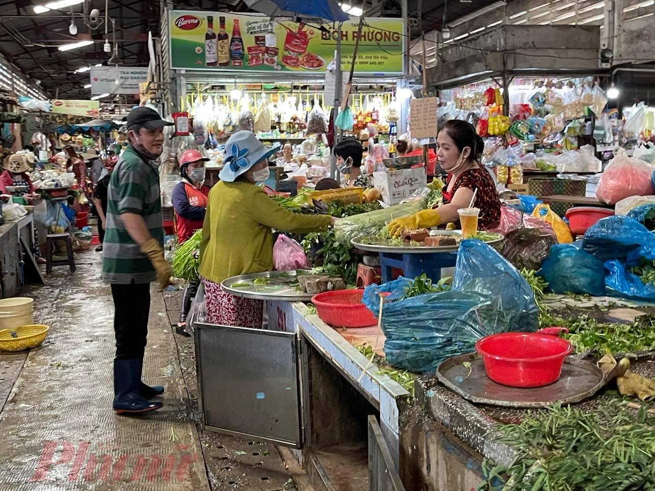 Chợ truyền thống chỉ được bán lương thực thực phẩm, nhu yếu phẩm và xử lý nghiêm những trường hợp không thực hiện phòng, chống dịch COVID-19 đúng quy định.