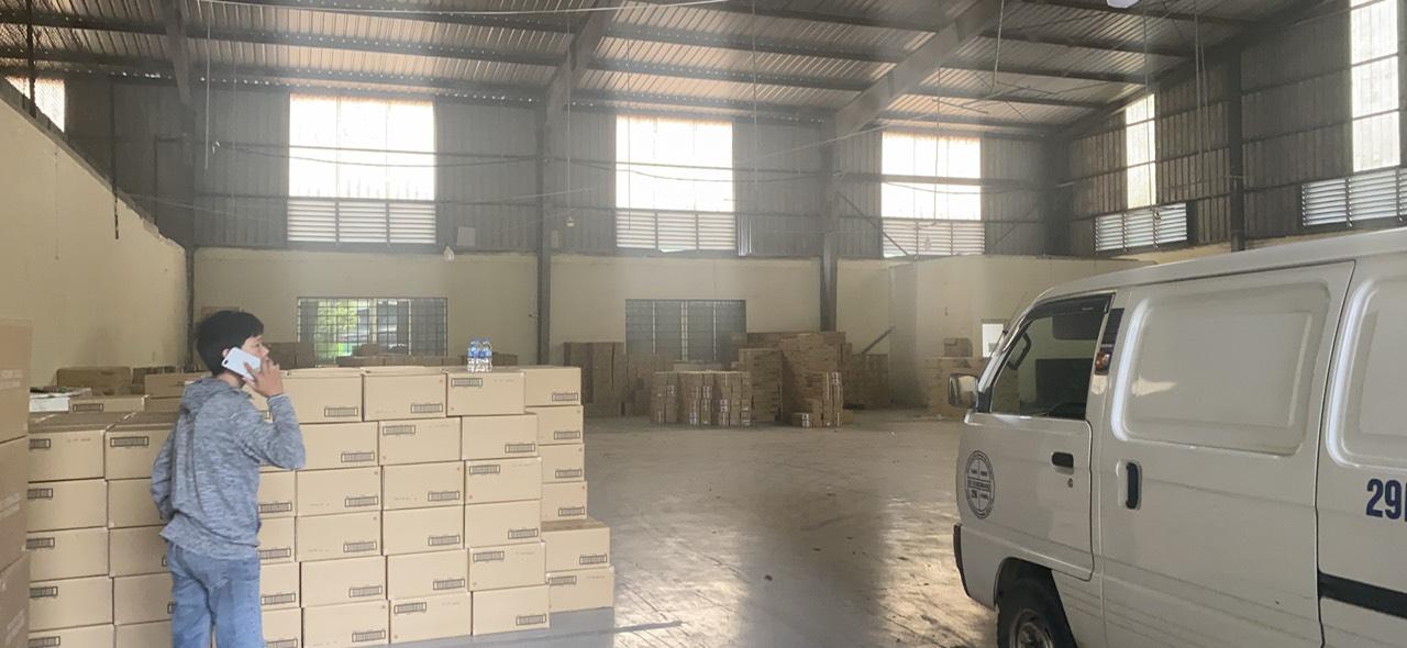 Kho hàng đầu mối tại Hưng Yên hơn 90.000 sản phẩm nhập từ các nước