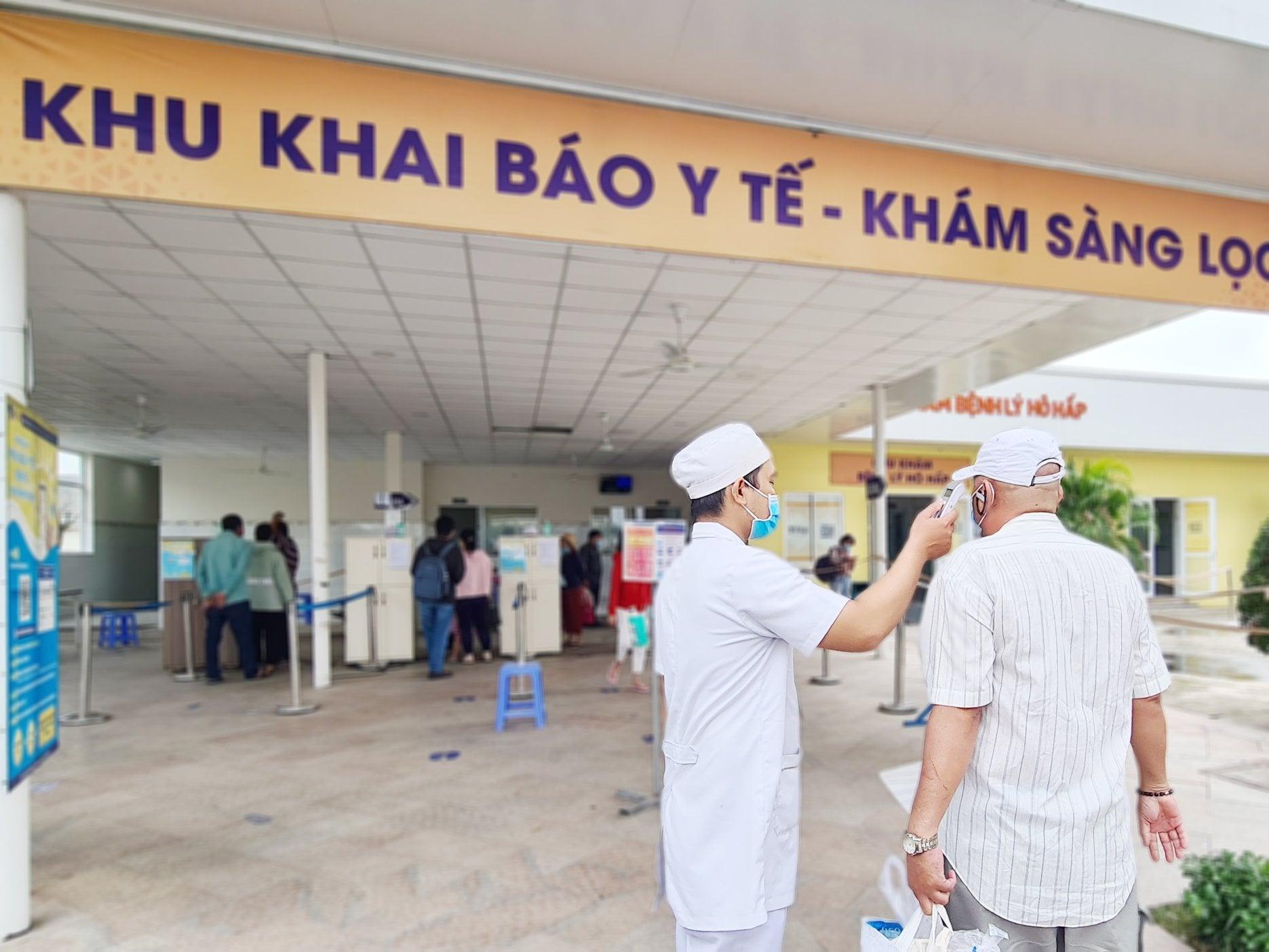 Bệnh viện Xuyên Á cho biết phân luồng, tầm soát bệnh nhân ngay từ cổng