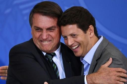 Bộ trưởng Môi trường Brazil Ricardo Salles, trong ảnh (phải) với Tổng thống Jair Bolsonaro, là một trong những nhân vật gây chia rẽ nhất trong chính phủ